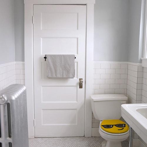 Smiley Clin d'oeil jaune sur WC