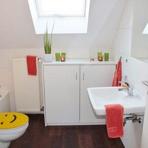 Sticker autocollant Smiley jaune collés sur des WC