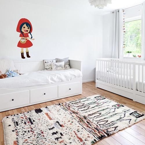 Adhésif mural pour enfants Chaperon Rouge mis en ambiance dans une chambre pour bébé