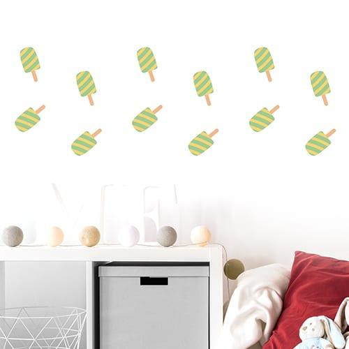 Stickers muraux pour enfants glaces esquimaux verts et jaunes pour enfants mis en ambiance sur un mur blanc