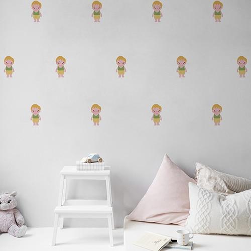 Mosaïque de Stickers muraux pour enfant petit garçon Blond aux joues roses mis en ambiance dans une chambre pour enfants aux murs blancs