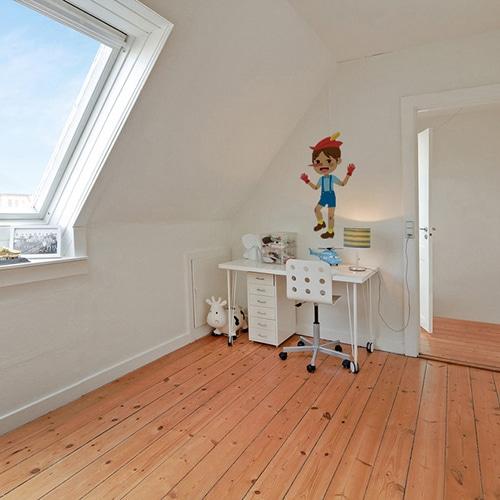 Sticker Pinocchio pour enfants mis en ambiance dans une chambre avec bureau