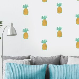 Mosaïque d'autocollants muraux ananas pour enfants mis en ambiance sur un mur blanc