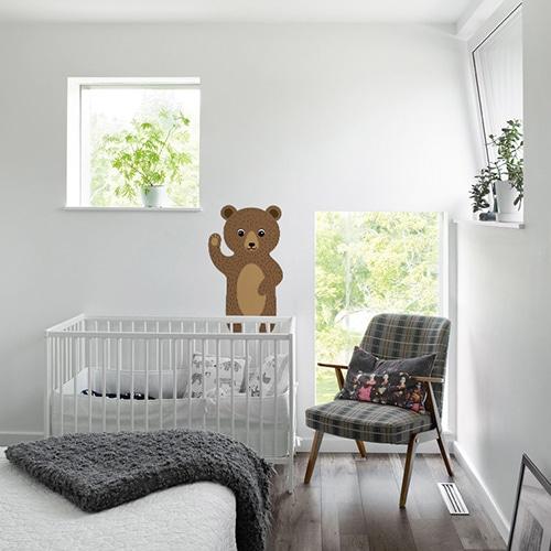Sticker mural Ours Brun pour enfants enfants mis en ambiance sur le mur blanc d'une chambre pour enfants