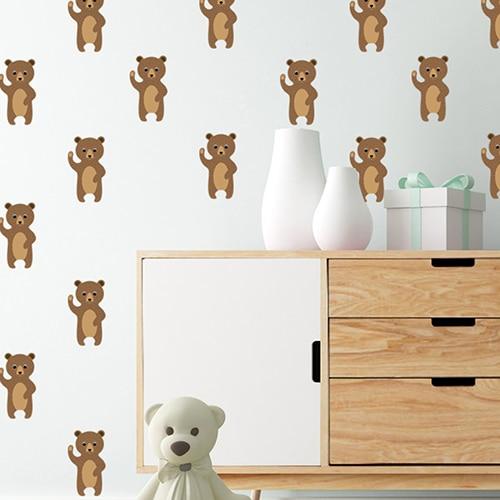 plusieurs Stickers Ours Brun pour enfants enfants mis en ambiance sur le mur blanc d'une chambre pour enfants