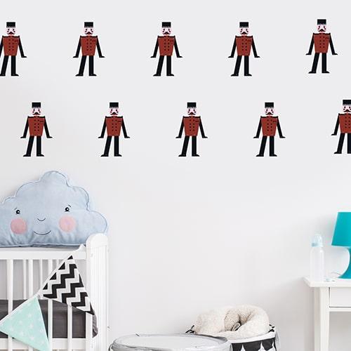 Mosaïque de Stickers Soldat enfants mis en ambiance dans une chambre pour enfants à murs blancs