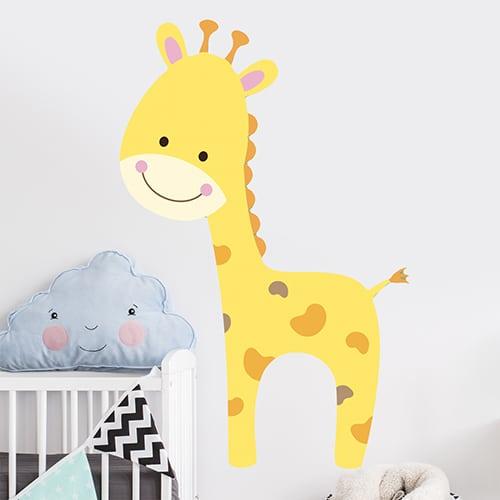 adhésif mural girafon pour enfants mis en ambiance dans une chambre pour bébés