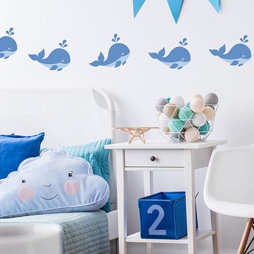 bande de Stickers Baleine enfants mis en ambiance sur mur blanc