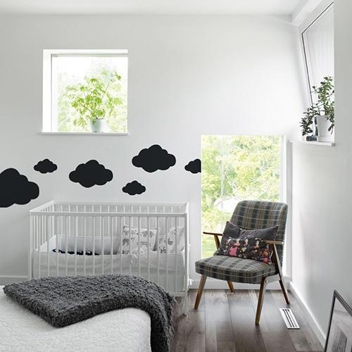 Sticker Nuage Noir mis en ambiance dans une chambre pour bébé