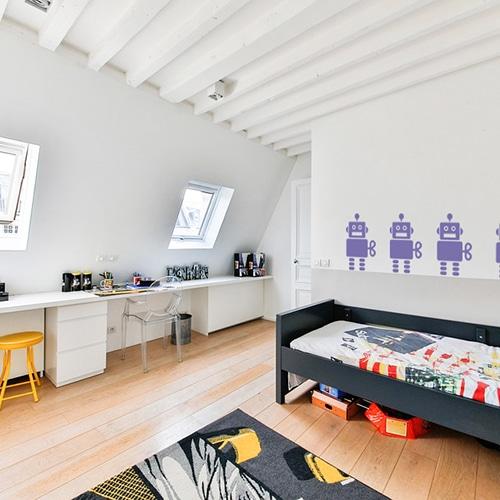 stickers robots violets pour enfant sur un mur blanc