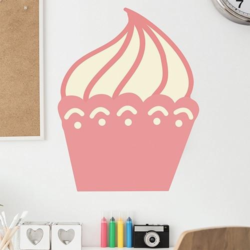 Sticker Cupcake pour enfants mis en ambiance sur mur très clair