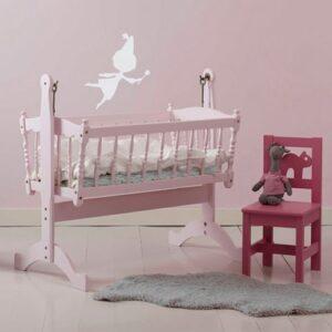 Sticker Fée grise pour enfants sur mur rose dans une chambre de bébé