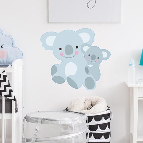 Sticker maman et bébé Koalas pour enfants mis en ambiance sur mur de chambre de bébé
