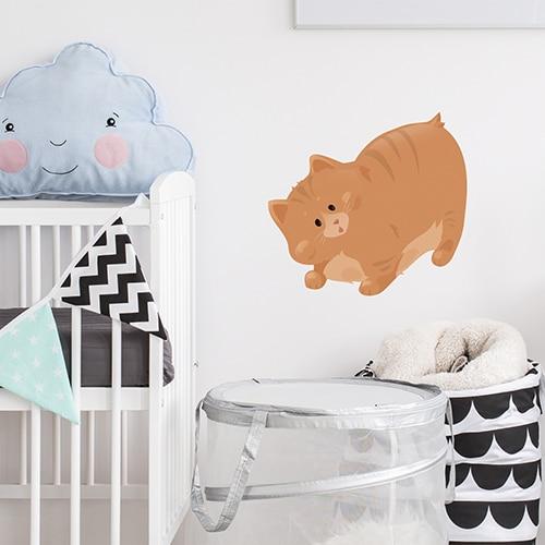 sticker gros chat orange pour enfants mis en ambiance dans une chambre de bébé