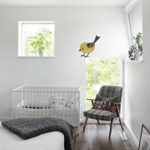 Adhésif mural oiseau pour enfant mis en ambiance dans une chambre pour bébé