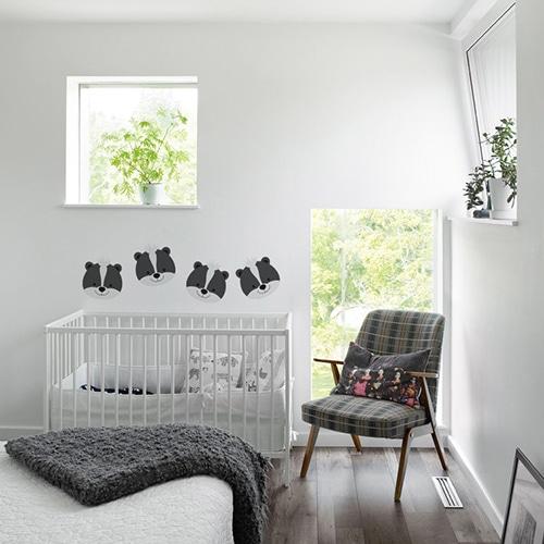 autocollants muraux raton sur le mur blanc d'une chambre pour bébé
