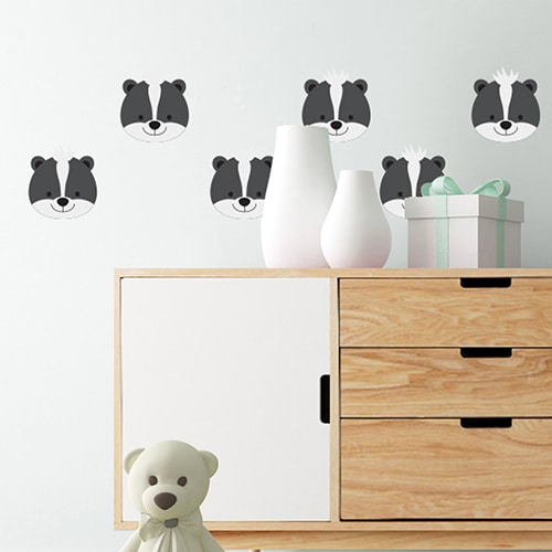 stickers ratons pour enfants sur un mur blanc