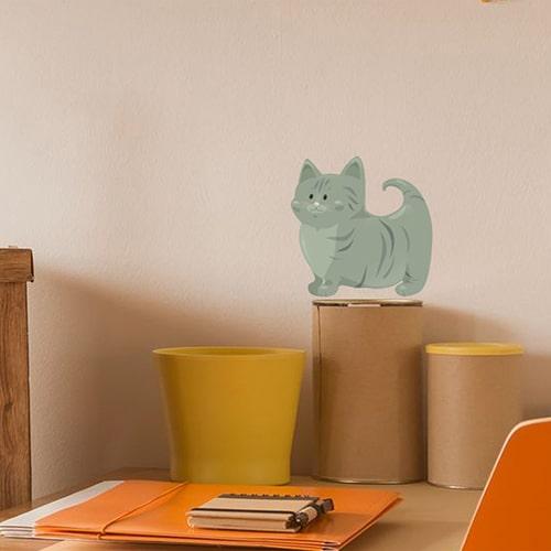 Autocollant mural pour enfants Chat vert mis en ambiance sur un mur clair
