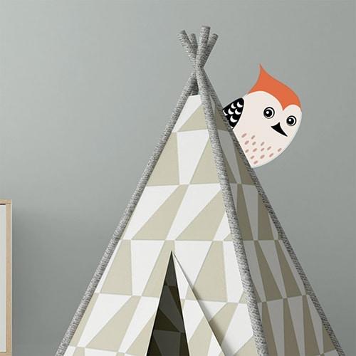 sticker mural oiseau pour enfant mis en ambiance dans une chambre aux murs gris
