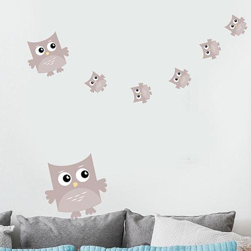 Sticker Hibou Rose Chair pour enfants mis en ambiance collé au mur d'une pièce à vivre