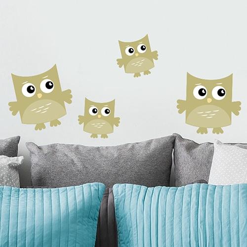Sticker adhésif Hibou Vert pour enfants mis en ambiance dans un salon