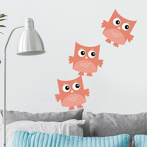 Sticker Hibou Pêche pour enfants mis en ambiance collé au mur d'un salon