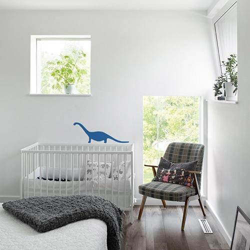 Sticker autocollant Dino Bleu pour enfants mis en ambiance dans une chambre pour bébé