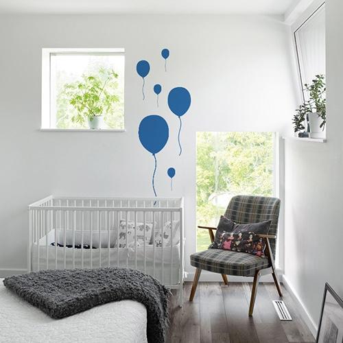 Sticker Ballon Bleu enfants collés au mur d'une chambre pour bébé