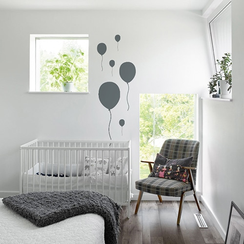 Sticker Ballon Gris Foncé enfants collés au mur d'une chambre pour bébés