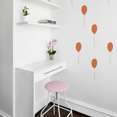 Stickers Ballon Orange enfants collés au mur d'un bureau