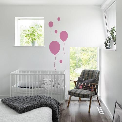 Sticker Ballon Rose enfants collés au mur d'une chambre pour bébé