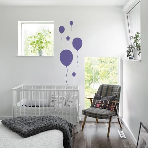 Sticker mural chambre pour bébé ballon violet