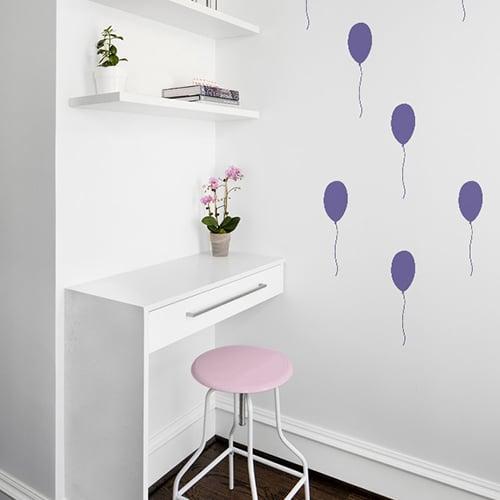 Stickers muraux frise pour enfants ballons violets