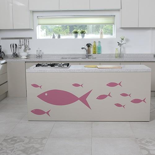 Poissons roses stickers muraux sur des meubles cuisine