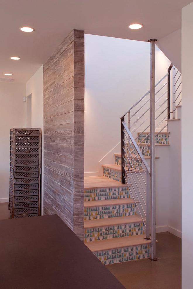 sticker sur contremarches d'escaliers en bois clair