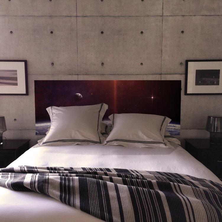 sticker tête de lit espace, étoiles et planètes sur mur gris