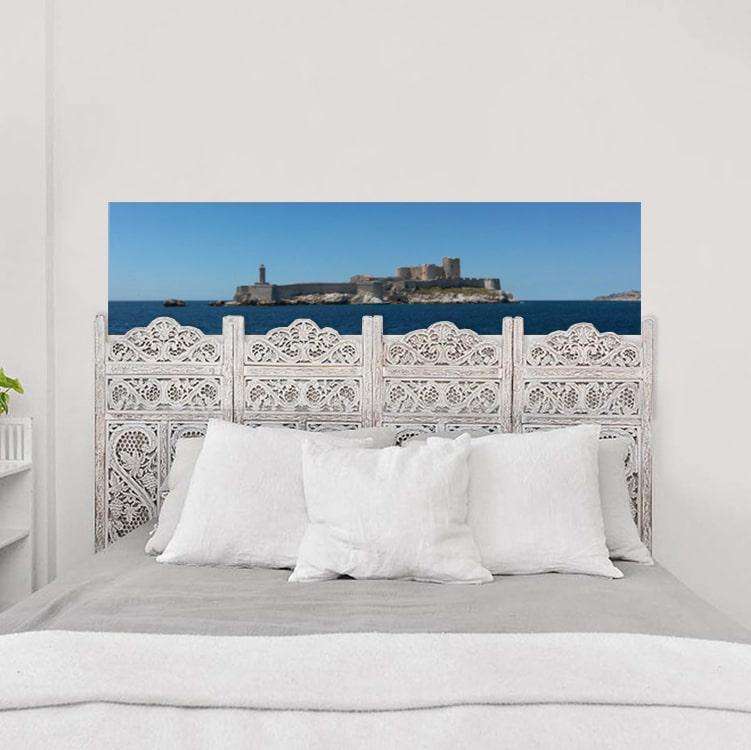 sticker tête de lit mer sur un mur blanc