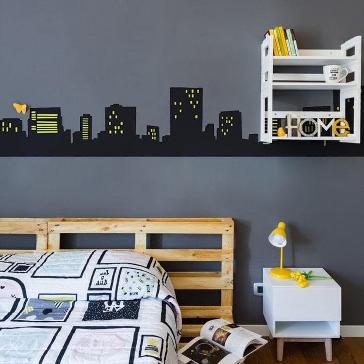 sticker paysage urbain noir sur un mur foncé