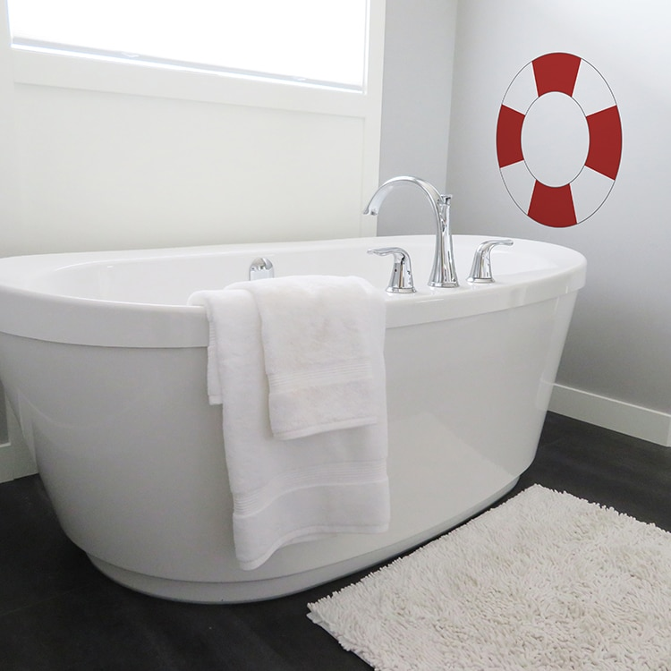 sticker mural salle de bain bouée rouge et blanche
