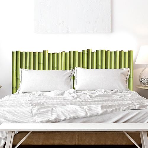 Sticker Palissade de Bambous pour tête de lit au-dessus d'un lit blanc