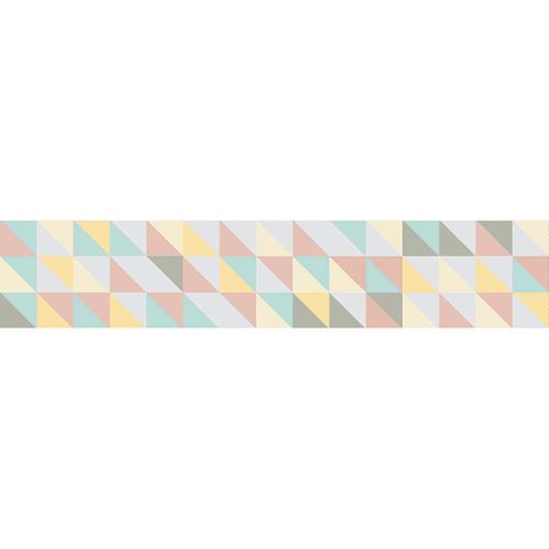 Sticker petits triangles de couleurs décoration contremarches d'escalier en bois clair mur briques
