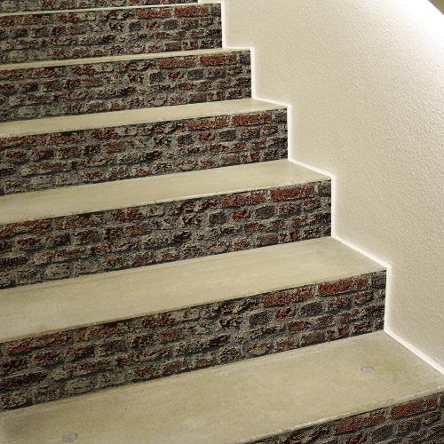 Autocollant brique rouge pour contremarches décoration d'escalier en béton blanc