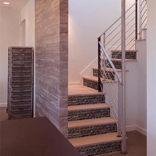 Autocollant pour déco brique rouge pour contremarches d'escalier en bois clair moderne