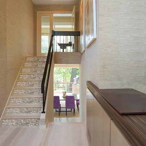 Adhésif vieilles pierres pour déco contremarches d'escalier en bois clair moderne