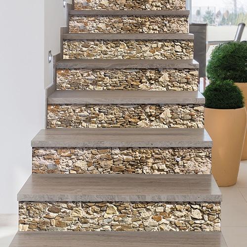 Sticker décoration vieilles pierres pour contremarches déco escalier moderne mur blanc