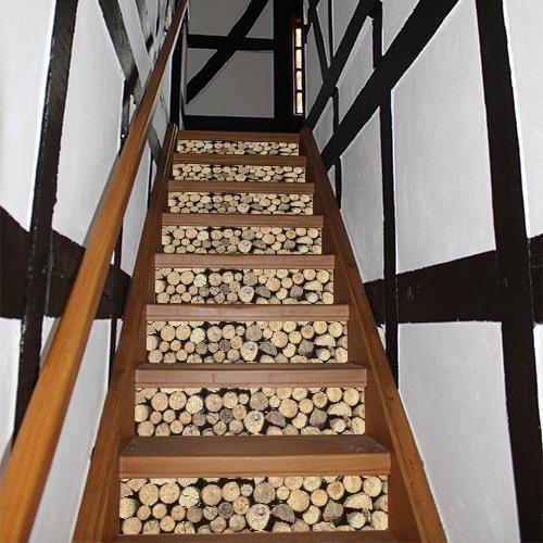 Sticker déco contramrches rondins de bois pour escalier en bois ancien