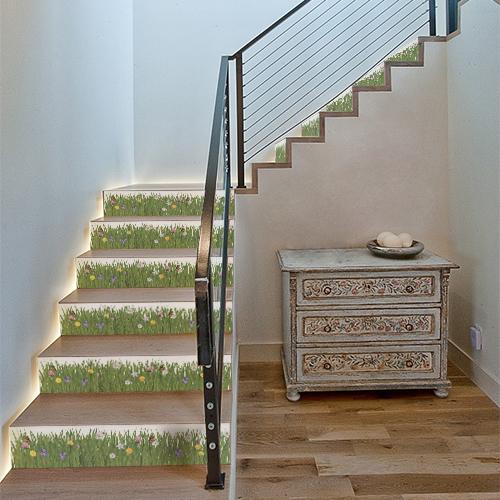 Autocollant prairie de fleurs pour décoration contremarches d'escalier en bois clair moderne