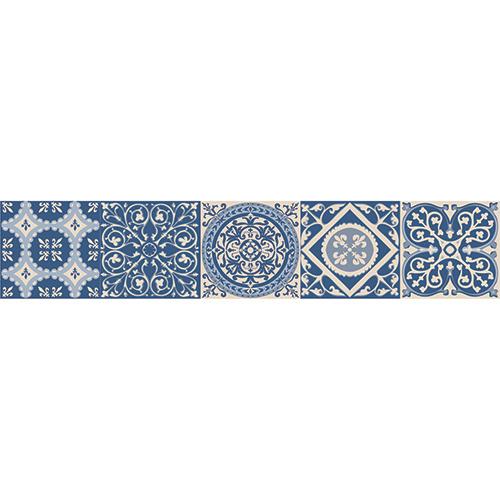 Adhésif décoration contremarches carreaux de ciment turquoise pour escalier en bois mur blanc