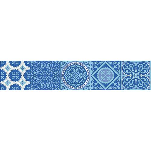 Adhésif décoration carreaux de ciment bleu pour contremarches d'escalier en bois mur blanc