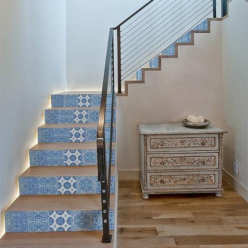 Autocollant déco carreaux de ciment bleu pour contremarches d'escalier